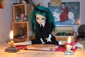 Frankie and her Ouija by SariSariola