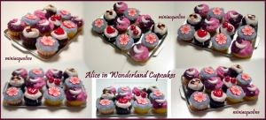 Alice in Wonderland cupcakes by miniacquoline