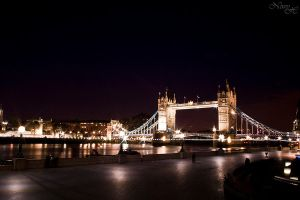 Tower Bridge by niwyiben