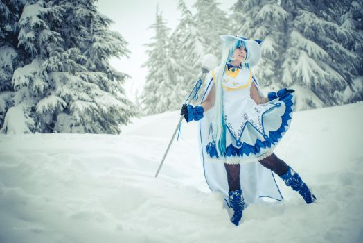 Snow mage Miku by Official-AmyFantasy