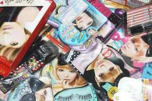 Gyaru Make Up Items by darkyberryish