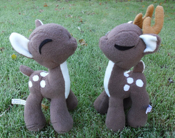 Deer Plushies by LiChiba