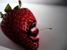 Revenge Of Strawberry by dumbelek