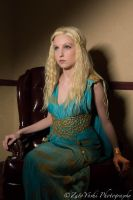 Troppy cosplays Daenerys Targaryen at Chi Fi 0 by N1k0nSh00ter