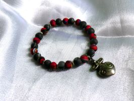 Red and grey bracelet by Bilongui