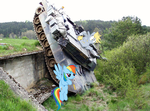 Derpy and Rainbow Dash tries to park a tank by nestordc