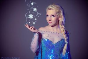 Queen Elsa cosplay by FrancescaMisa