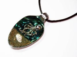 Resin Spoon Pendant - Octopus on a Beach - by Create-A-Pendant