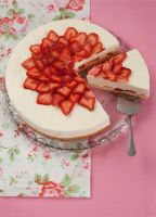 strawberry yogurt tart by Moramarth