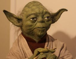 Lifesize Yoda puppet by godaiking