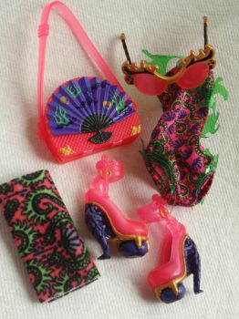 Painted Monster High Accessories: Jinafire Swim by almightyhat