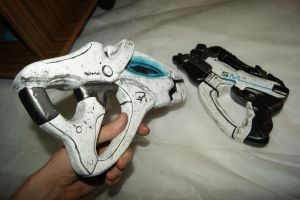 two models of weapons from the game Mass Effect by fiaformulaone