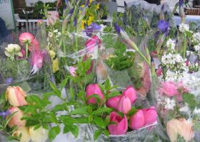 Market bouquets in the rain by Reyphotos