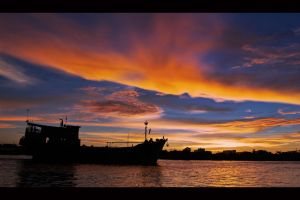 kapuas when the sun goes down by dodoy