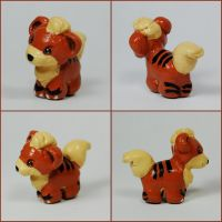 Mini Growlithe Sculpture by LeiliaK