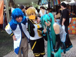 Me as Len Kagamine with Brayam and Karen by LittleCircusMonster