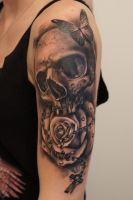 skull and rose tattoo by graynd