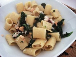 Rigatoni with seafood and spinach by kivrin82