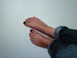 My feet with black nail polish by KarinaDreamer