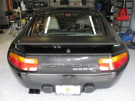 Black Porsche 928 rear by AkizuRyuuri