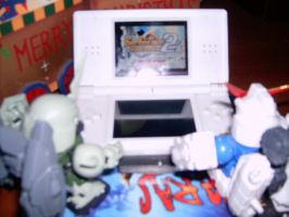 Capt and a Zaku playing my DS by heartlessk