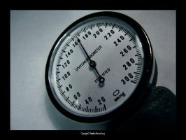 SPHYGMOMANOMETER by thanatopsis-mortis
