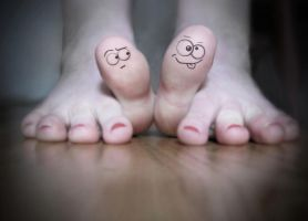 toes by photogazer