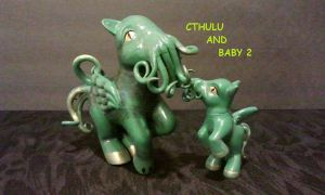 Cthulu and baby 2 by dannabats