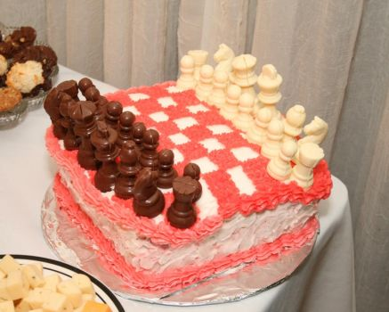 Alice in Wonderland Chess Cake by prismkitty
