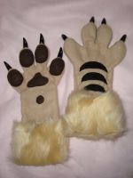 Gryphon hand paws by Nevask