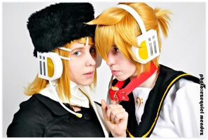 RIN AND LEN KAGAMINE 1 by EzeMendez