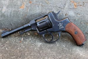 Nagant M1895 Revolver by PLutonius