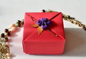 Raspberry Origami Gift Box by ReverseCascade