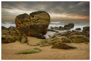 Rocks at the shore by JoseMelim