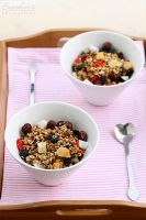 Homemade granola by kupenska