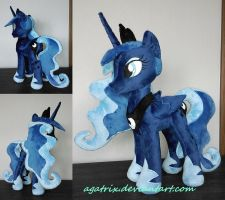Princess Luna (folded wings) by agatrix