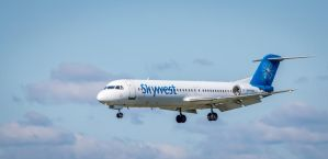 Skywest Fokker 100 by mattboggs