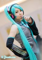 + Miku reporting + by yuanie