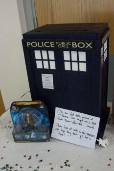 Tardis Card Box by Kezzamin