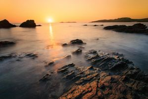 Sunset in Calaguas by raijinnathan