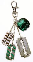 razor and skull keychain by bleedsopretty