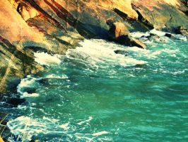 Waves n Rocks by vjun