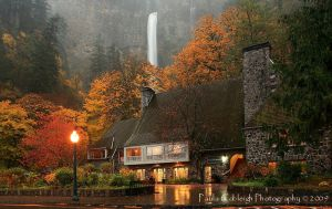 Multnomah Falls Lodge by La-Vita-a-Bella