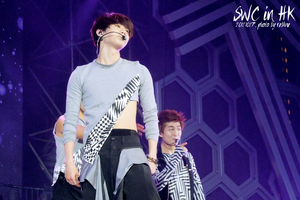 121027 SHINee World Concert in HK (44) by l0vehcl