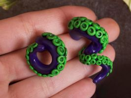 Tentacle Earrings by DeliciousTrickery