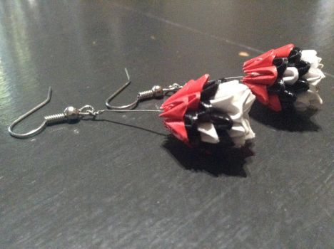 3D Origami Pokeball earrings by SilverAndFold