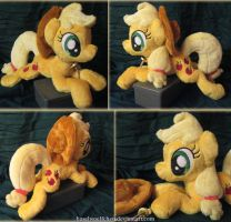 Applejack Plushie by haselwoelfchen
