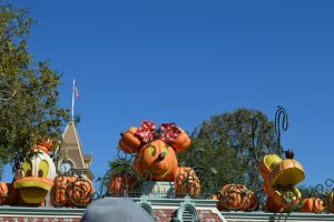 DL's Halloween Decorations (9.23.13) by VoyagerHawk87