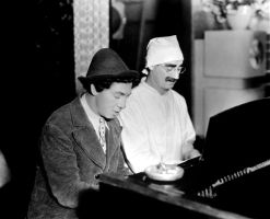 Piano Duo -Marx Brothers (Duck Soup) 02 by lichtie