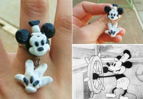 Dangly Mickey Mouse Ring by mayumi-loves-sora